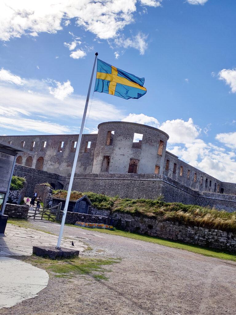 Foto över entrén till Borgholms slott på Öland.