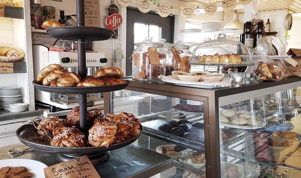 Fikautbudet hos Mormors Stenugnsbageri & Kaffestuga i Stora Rör på Öland.